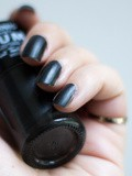 Le vernis à ongles Carbone 'Gum' de Miss Europe