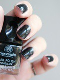 Le vernis à ongles Midnight Black de Alessandro International