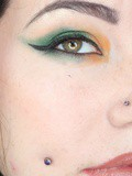 Un maquillage vert et orange